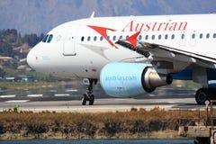 Austriaco Airbus A320 sulla pista Fotografie Stock