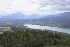 Austriaco Wörthersee e picco di Gerlitzen, Carinzia Fotografia Stock Libera da Diritti