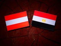 Austriak flaga z egipcjanin flaga na drzewnym fiszorku Fotografia Stock