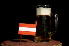 Austriak flaga z piwnym kubkiem na czerni Zdjęcie Royalty Free