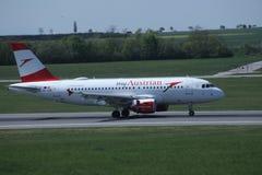 Austrian Airlines в авиапорте вены, СОПЕРНИЧАЕТ Стоковые Фото