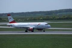 Austrian Airlines в авиапорте вены, СОПЕРНИЧАЕТ Стоковые Изображения RF
