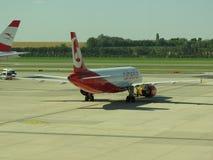 Austrian Airlines flygplan Fotografering för Bildbyråer