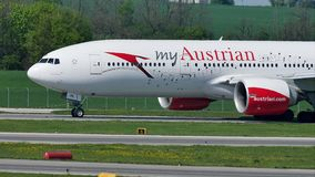 Austrian Airlines voyagent en jet roulant au sol, mon avion autrichien clips vidéos