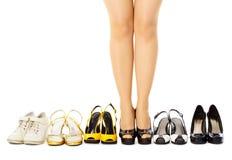 Auswahl der weiblichen Schuhe für unterschiedliches Wetter Stockbilder