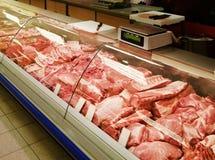Auswahl des Fleisches an Metzgerei Lizenzfreies Stockfoto