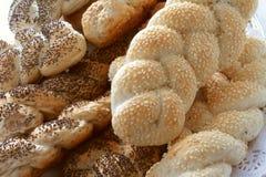 Auswahl des frischen geflochtenen Brotes Stockbild