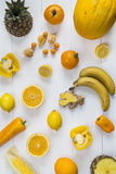 Auswahl des gelben Obst und Gemüse Stockbilder