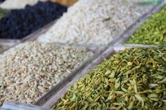 Auswahl von den trockenen Früchten verkauft an einem arabischen Marktstall Lizenzfreie Stockbilder