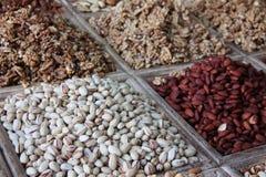 Auswahl von den trockenen Früchten verkauft an einem arabischen Marktstall Lizenzfreie Stockfotografie