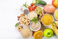 Auswahl von guten Kohlenhydratquellen Gesunde Vegan-Diät lizenzfreies stockfoto