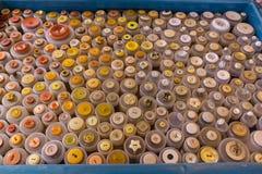 Auswahl von multi Farbknöpfen Stockbild