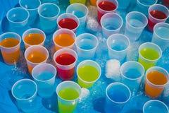 Auswahl von nach Obst schmeckenden Getränken Lizenzfreies Stockfoto