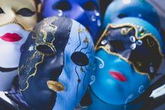 Auswahl von schönen Parteimasken in der venetianischen Art Lizenzfreie Stockfotografie