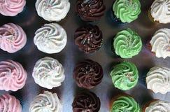 Auswahl von sortierten kleinen Kuchen lizenzfreies stockbild