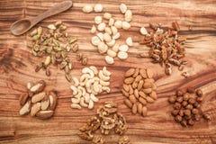 Auswahl von Trockenfrüchten oder von Nüssen in einem Glas Stockbilder