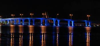 Ausweichen-Insel-Brücke Stockbilder
