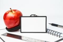 Ausweis und roter Apfel Lizenzfreies Stockbild