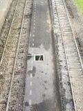 Auszüge der Eisenbahnlinie- und Bahnstationplattform, wie von direkt angesehen oben lizenzfreie stockfotografie