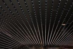 Auszug mit Reihen der Leuchten Stockfotos