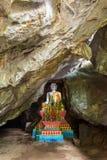 Autel chez le Tham Hoi Cave dans Vang Vieng Photos libres de droits