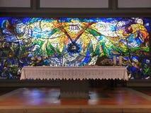 Autel dans l'église moderne à Florence, Italie Photos libres de droits
