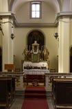 Autel dans la vieille église Photographie stock libre de droits