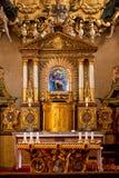 Autel dans le temple catolic de Prague Images stock