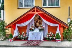 Autel de bord de la route préparé pour la célébration catholique photo libre de droits