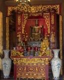 Autel de la LY Thanh Tong, bâtiment arrière de plancher supérieur, cinquième Couryard, temple de la littérature, Hanoï, Vietnam image stock