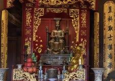 Autel de le Thanh Tong, bâtiment arrière de plancher supérieur, cinquième Couryard, temple de la littérature, Hanoï, Vietnam images stock