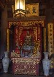 Autel de le Thanh Tong, bâtiment arrière de plancher supérieur, cinquième Couryard, temple de la littérature, Hanoï, Vietnam photos stock