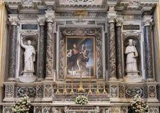 Autel latéral de la cathédrale de Duomo dans Lecce, Italie Photographie stock libre de droits