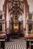 Autel principal à l'église de St Anne photographie stock