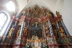 Autel principal dans la cathédrale de l'hypothèse dans Varazdin, Croatie Image libre de droits