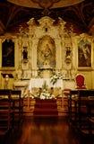 Autel saint d'église photographie stock