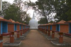 Autels sri-lankais de Stupa et de Bouddha, fin de l'après-midi Images stock