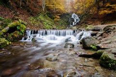 Autemn-Wasserfall lizenzfreies stockbild