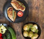 Autentisk europeisk matställe med unga potatisar Royaltyfri Foto