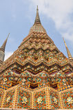 Autentisk thailändsk arkitektur i Wat Pho på Bangkok, Thailand Arkivfoton