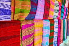 Autentiska halsdukar från det Padaung Kayan seminariet, Inle sjö, Myanmar Royaltyfri Bild