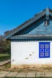 Autentiskt rumänskt byhus som byggs med naturliga bio material och forntida tekniker i traditionell arkitektur Closeup på Royaltyfri Fotografi
