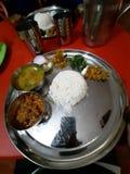 Autentyczna nepalska kuchnia Nepalski thali, veg weganinu czysty talerz fotografia stock