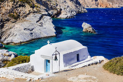 Autentyczna wyspa Grecja, Cyclades Agia Anna plaża z małym Zdjęcia Stock