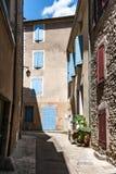 Autentyczny Francuski miasteczko z wąskimi ulicami, kolorowymi domami i a, Fotografia Stock