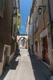 Autentyczny Francuski miasteczko z wąskimi ulicami, kolorowymi domami i a, Zdjęcie Stock