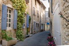 Autentyczny Francuski miasteczko z wąskimi ulicami, kolorowymi domami i a, Obraz Stock