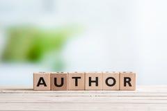 Auteursteken op een houten bureau stock afbeelding