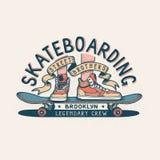 Authentiek het Met een skateboard rijden uitstekend drukontwerp voor T-shirt royalty-vrije illustratie