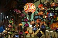 Authentieke Aziatische multicolored lichten in de markt van Istanboel Royalty-vrije Stock Afbeelding